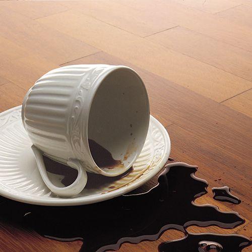macchie-legno-caffe